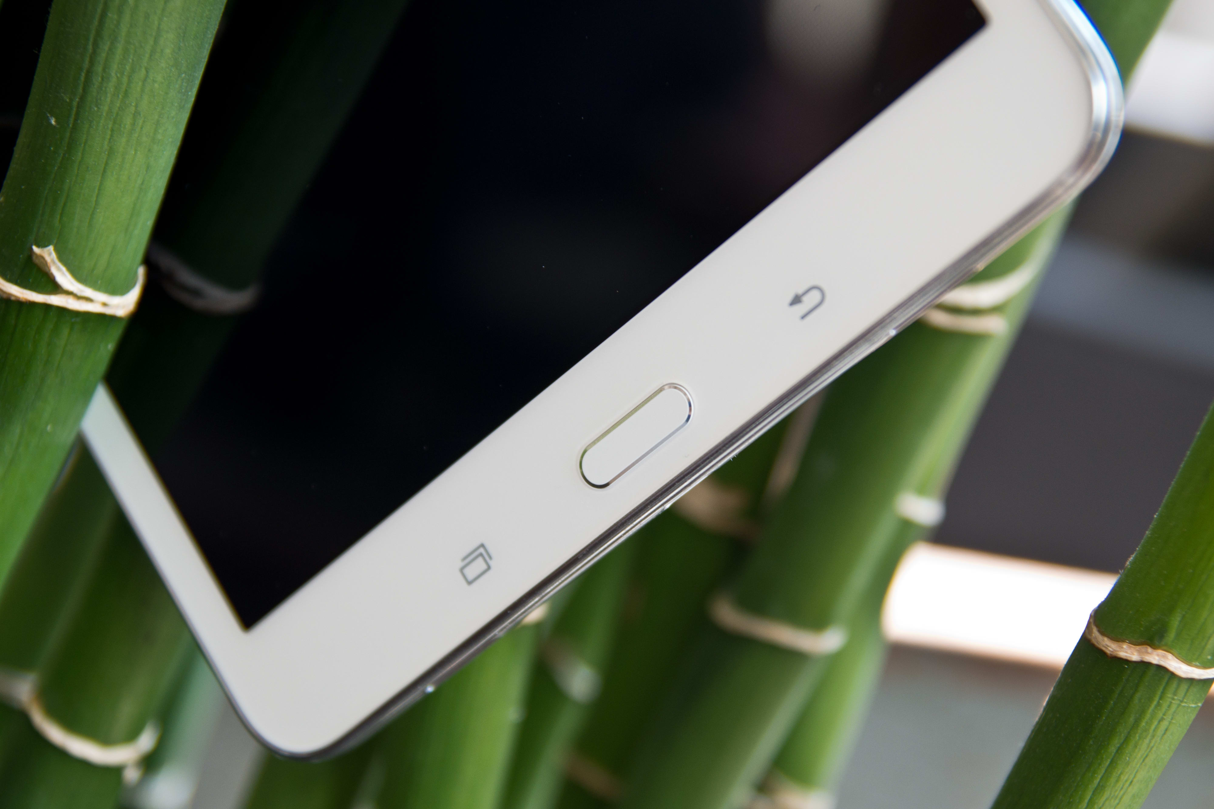 """A picture of the Samsung Galaxy Tab Pro 8.4"""" tablet's buttons."""