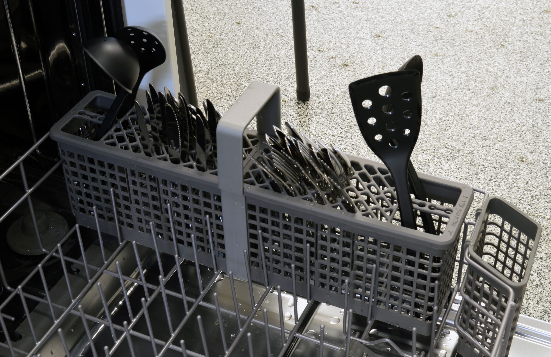 KitchenAid KDTE304DSS cutlery basket capacity