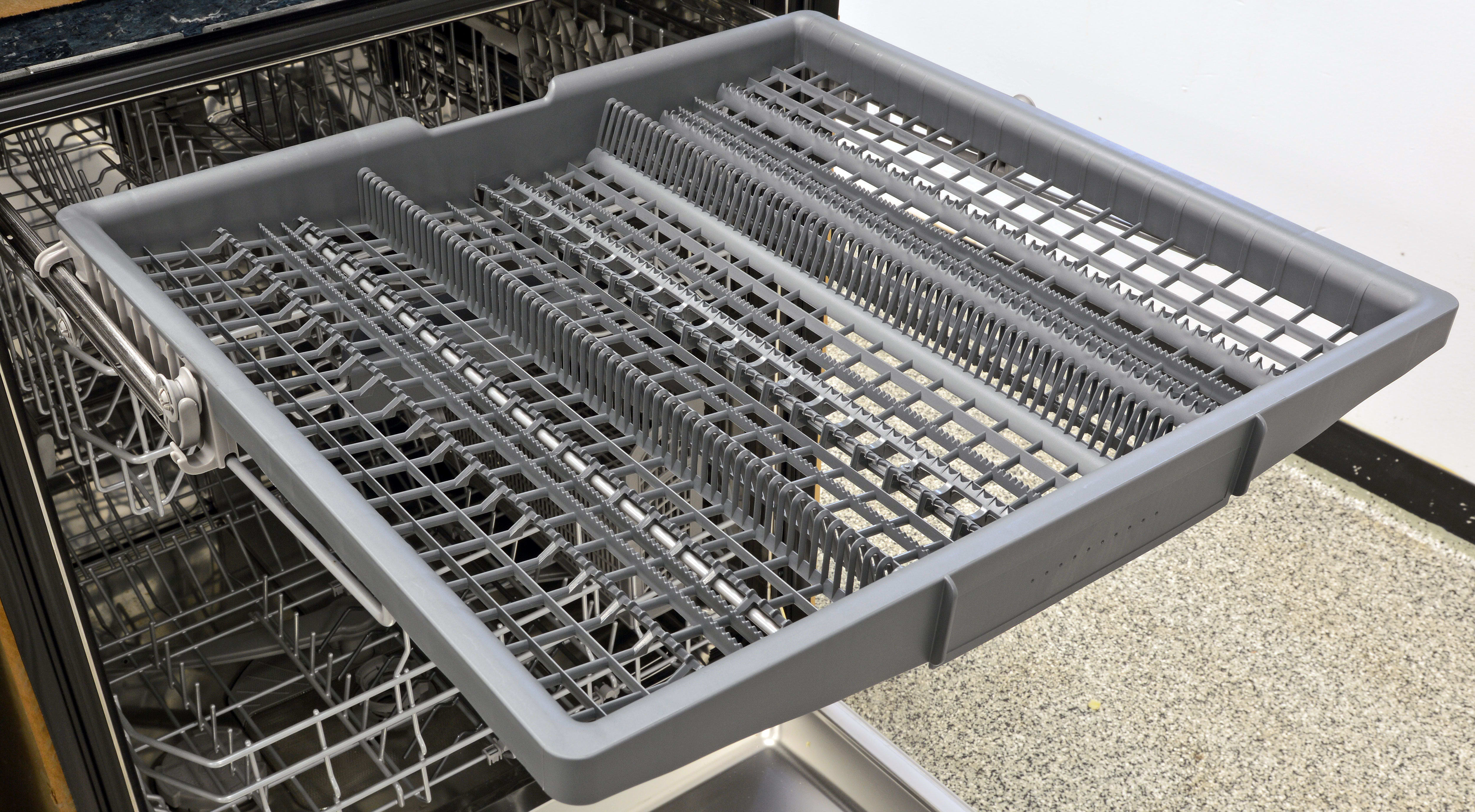 The 300 series—along with the Ascenta and 500 models—will all get this redesigned third rack. Instead of a flat tray, it angles down towards the center to let you wash other items like shallow bowls or certain types of stemware.
