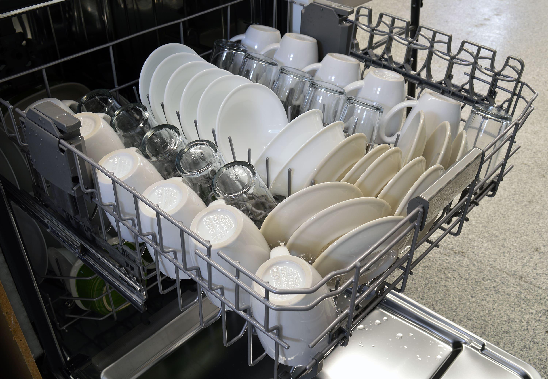 KitchenAid KDTE304DSS top rack capacity