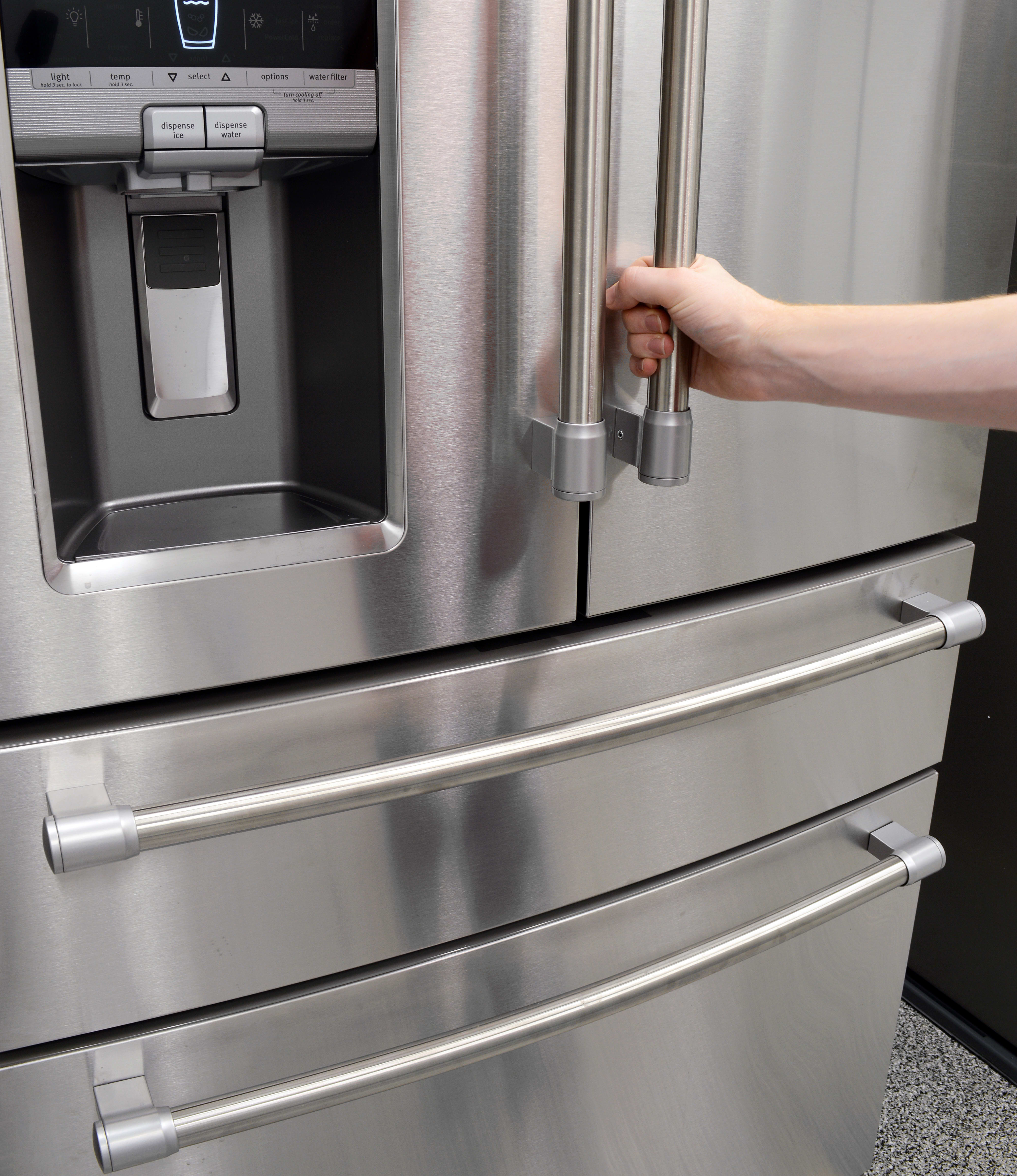 Staff writers in the office were divided about whether the plastic end caps on the handles were a plus or minus in terms of the overall design for the Maytag MFX2876DRM.