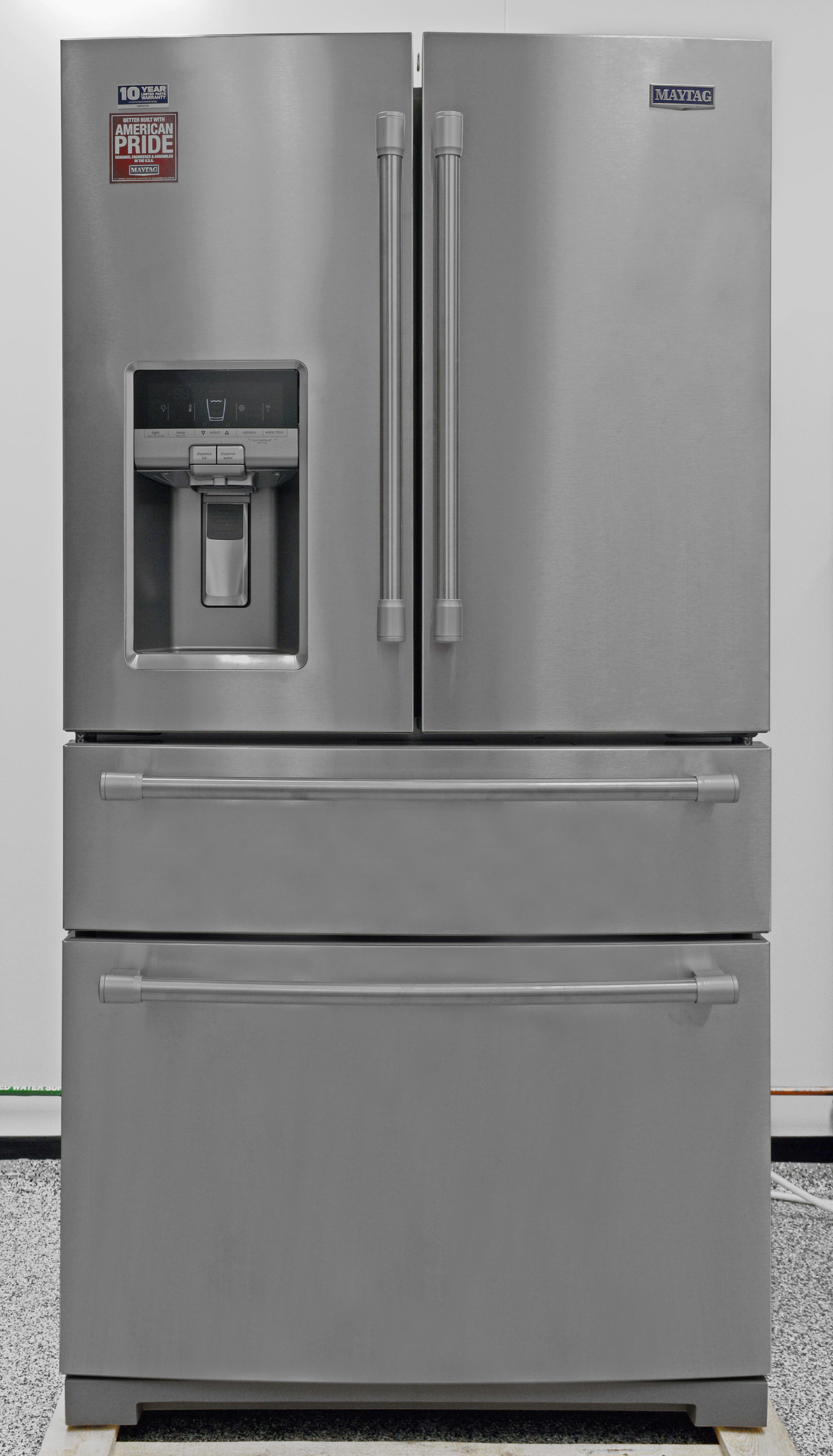 The aesthetic vibe of the Maytag MFX2876DRM is definitely industrial.