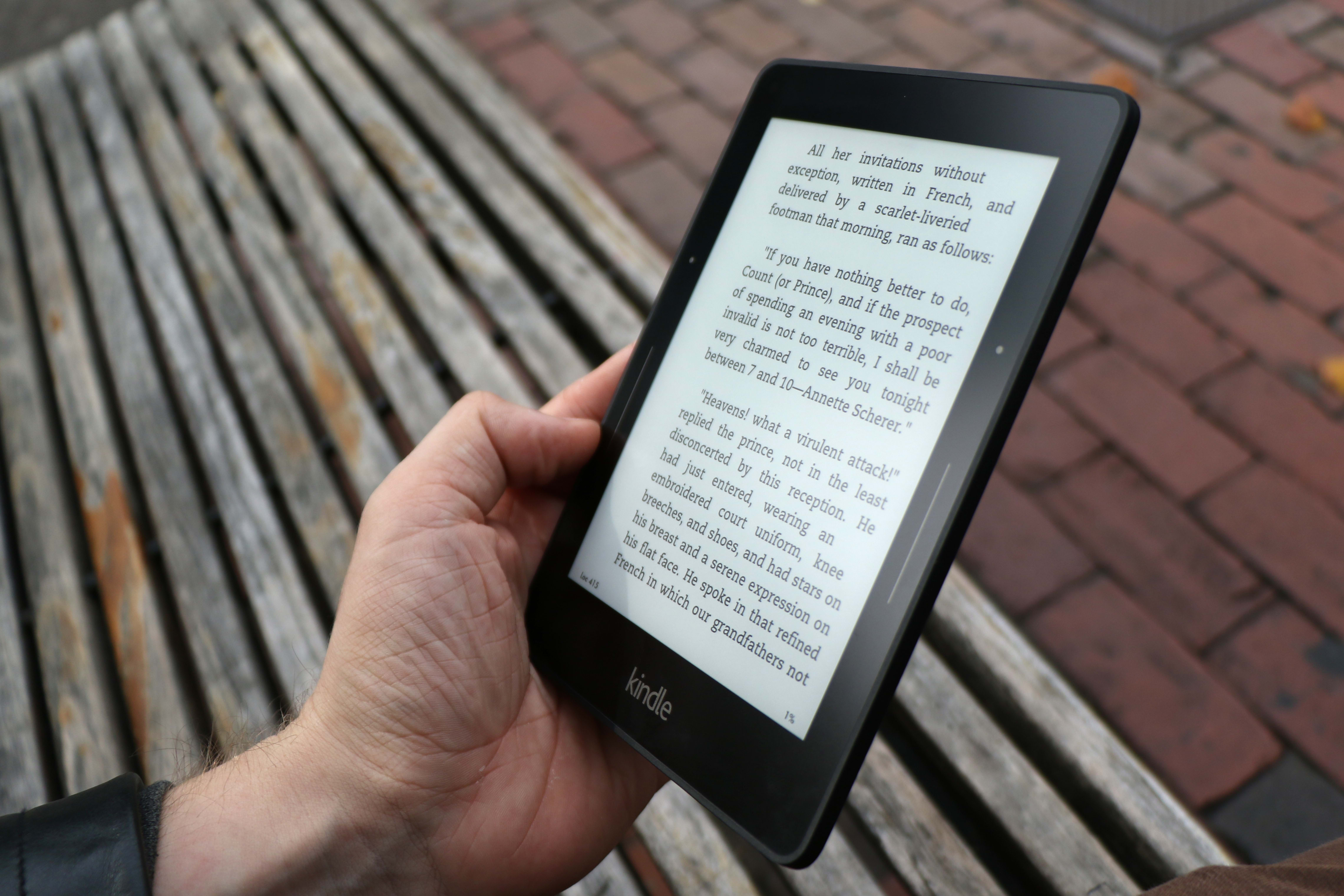 A photo of the Amazon Kindle Voyage's reflectivity.