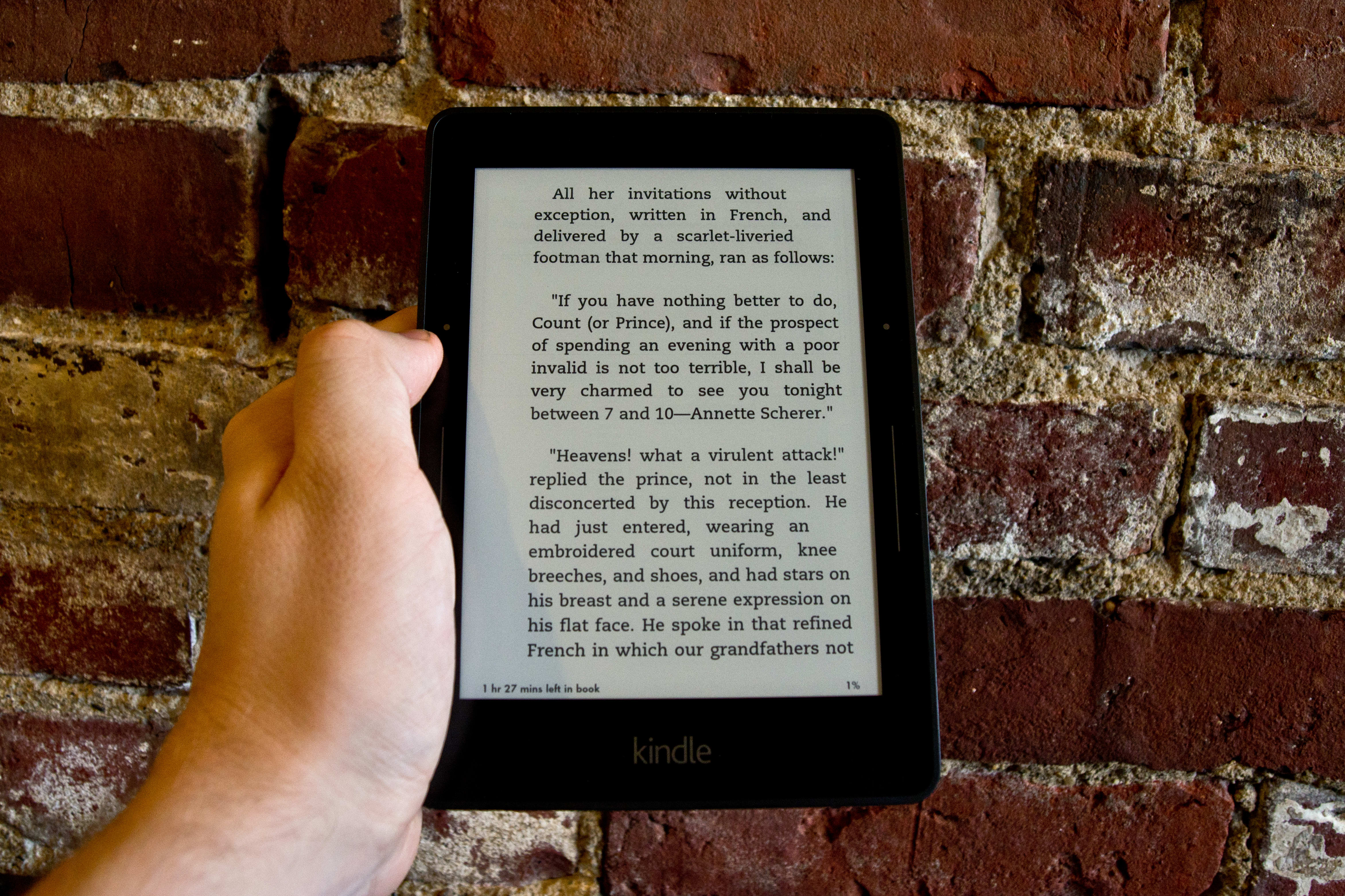 A photo of the Amazon Kindle Voyage being held.