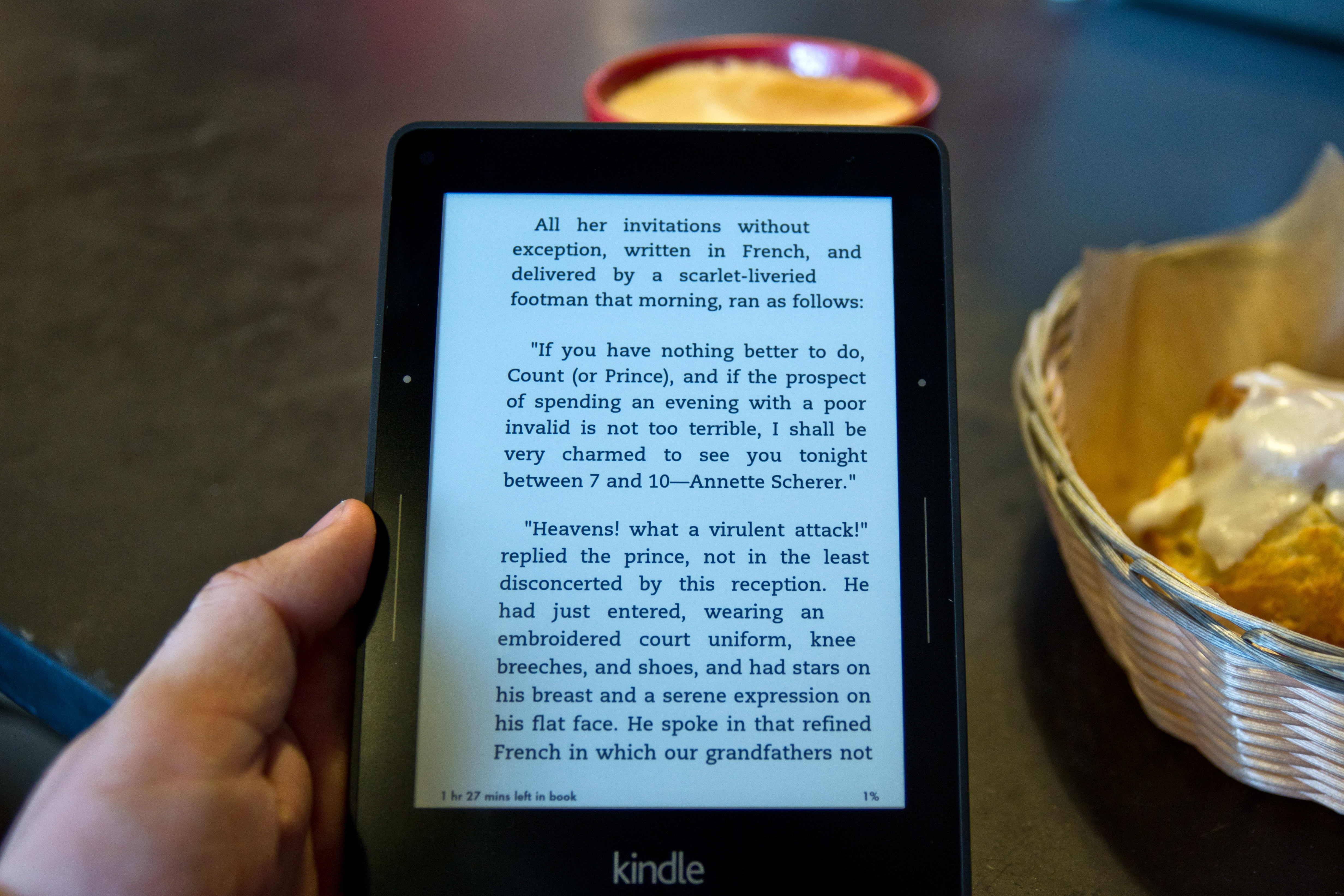 A photo of the Amazon Kindle Voyage's automatic backlight setting.