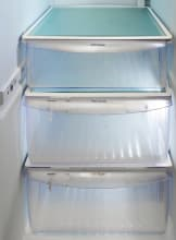 Frigidaire-Professional-FPHS2699PF-crisper-drawer.jpg