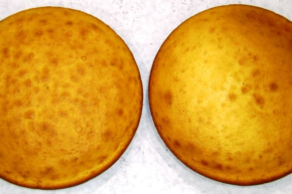 Evenly baked cake tops