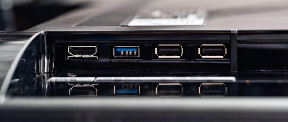 LG-MODEL-review-design-ports-wide.jpg