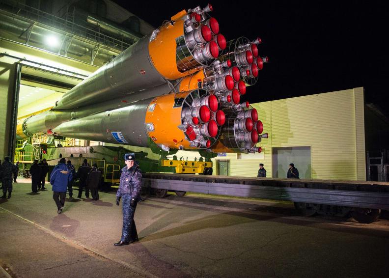 Soyuz TMA-15M Rolls Out to Launch Pad.jpg