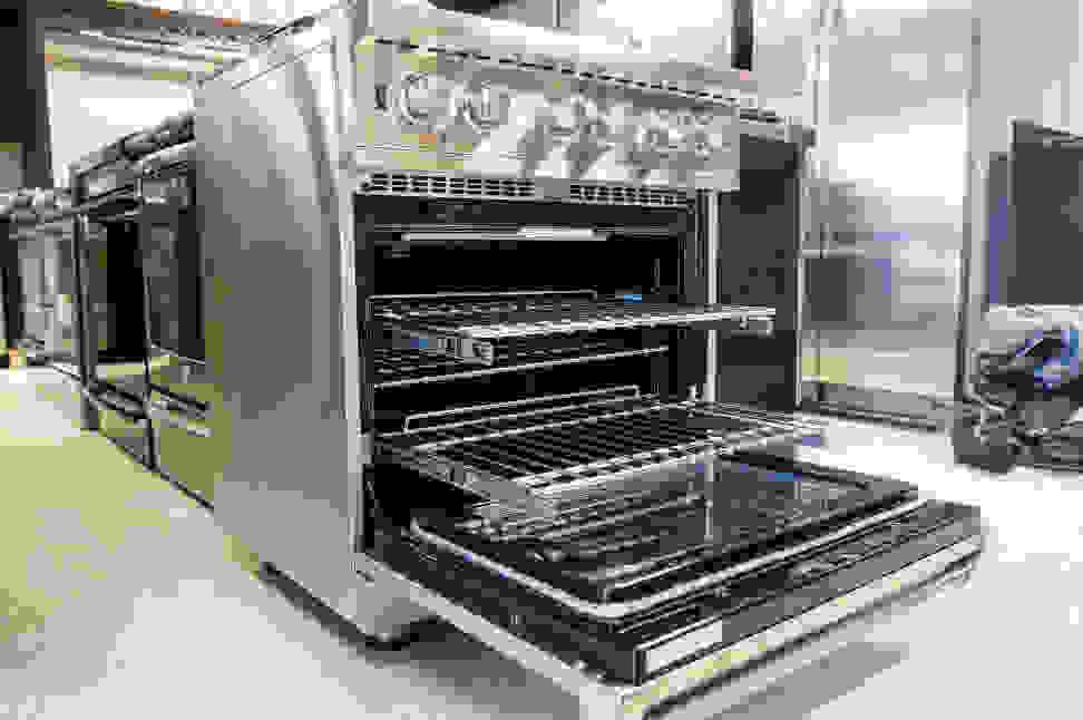 Viking VDSC5304BSS oven with racks