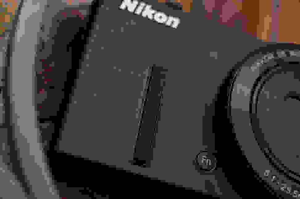 Nikon-coolpix-p340-review-design-grip.jpg