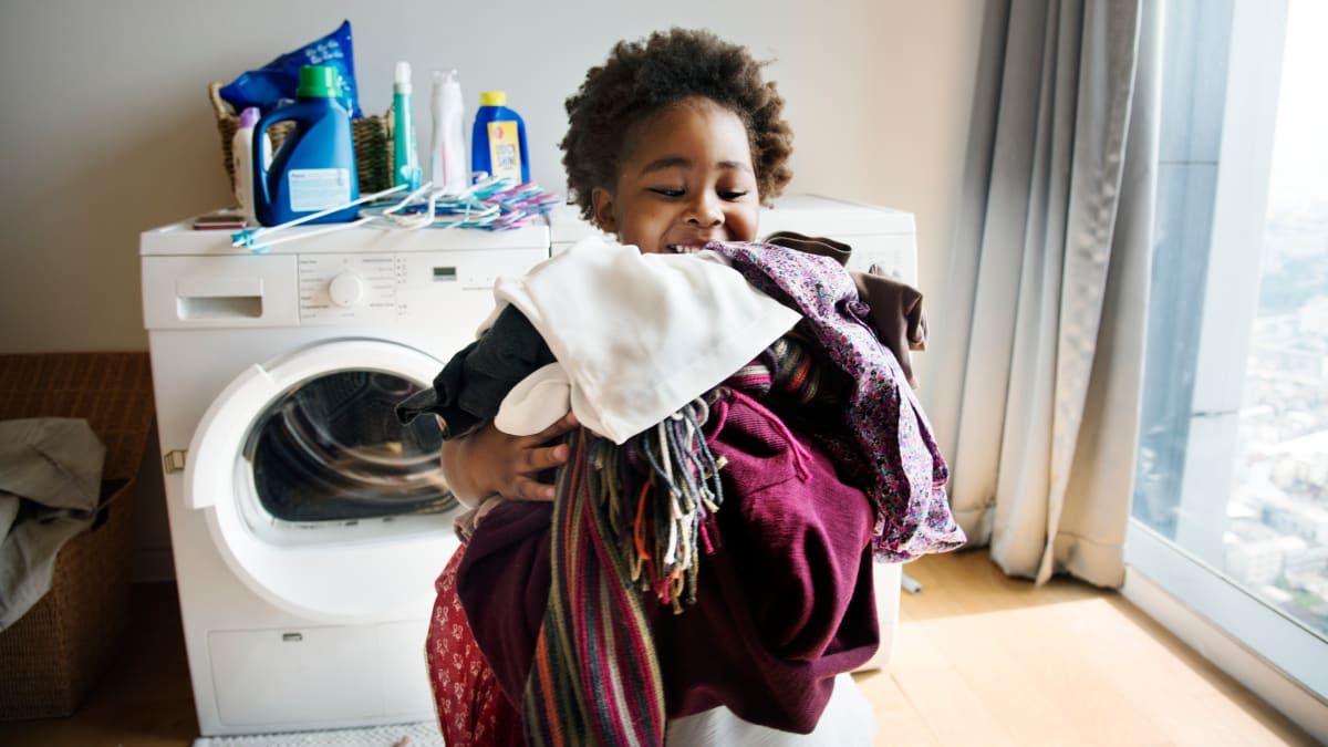 All the chores your kids should be doing, based on their age