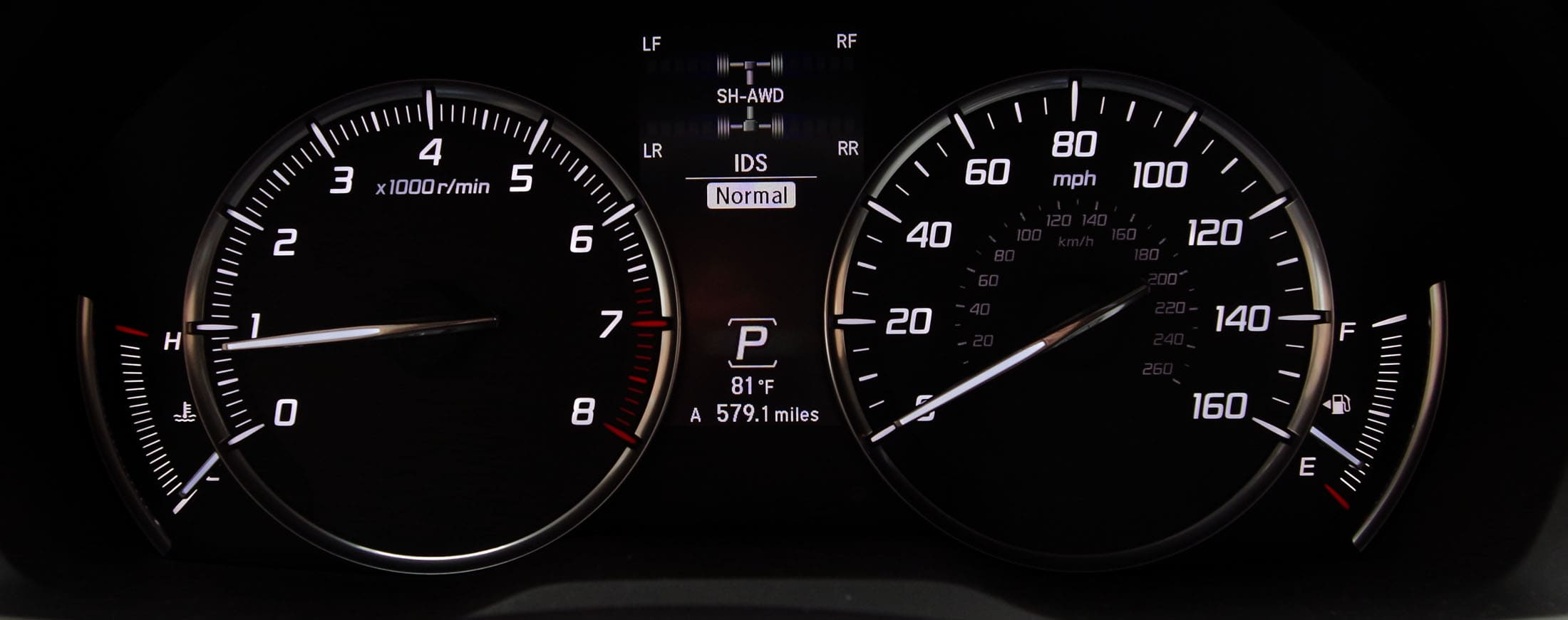 The gauge cluster on the 2014 Acura MDX.