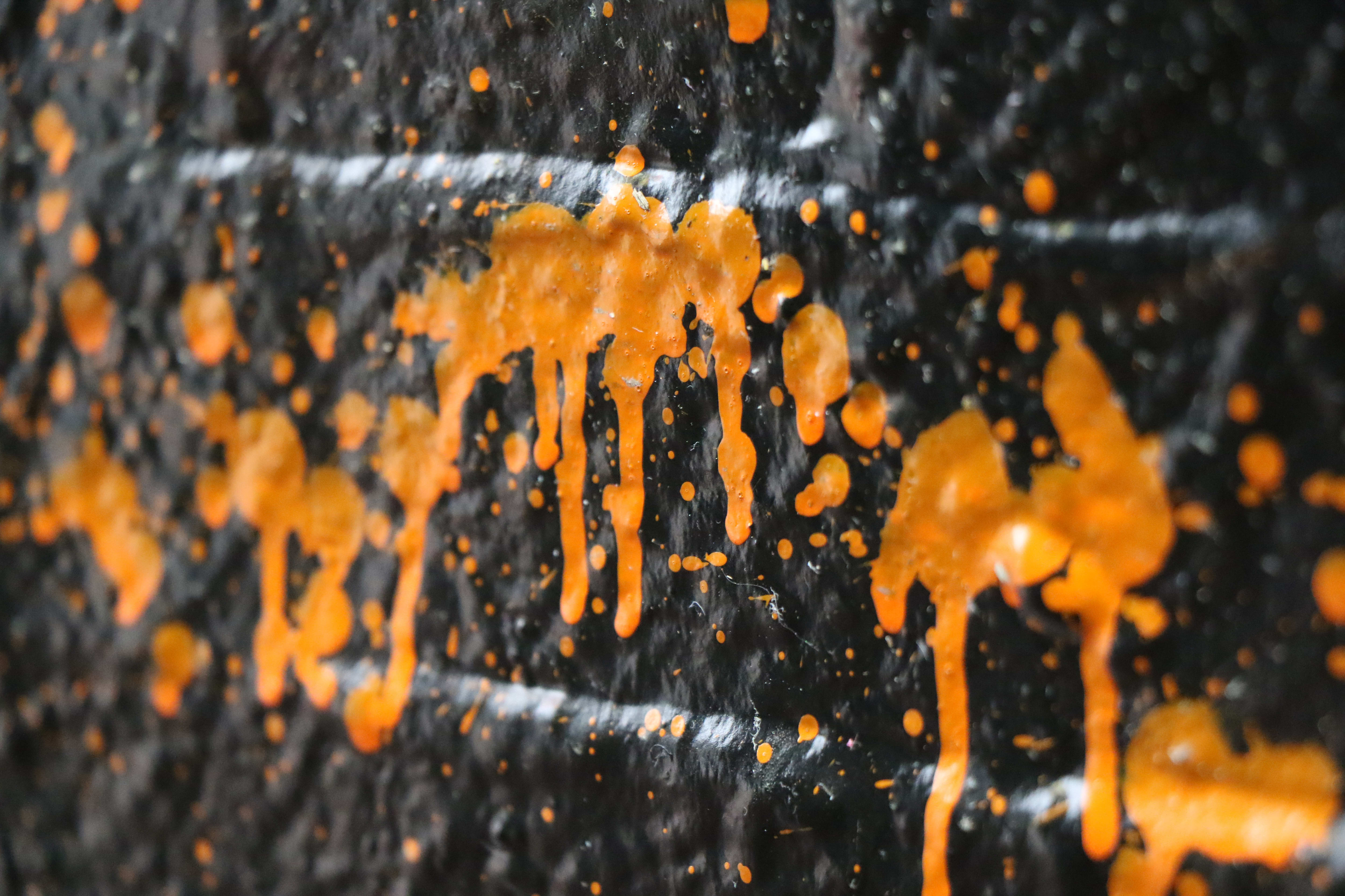 A sample photo of splattered paint taken by the Canon EOS 7D Mark II.