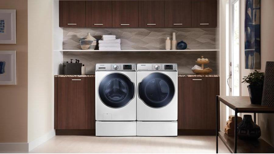 The Samsung DV42H5200EW electric dryer