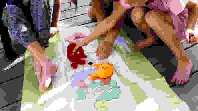 Kids playing with Kiwi Crate human body kit.