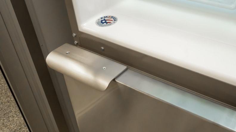 Whirlpool-WRB119WFBM-freezer-handle