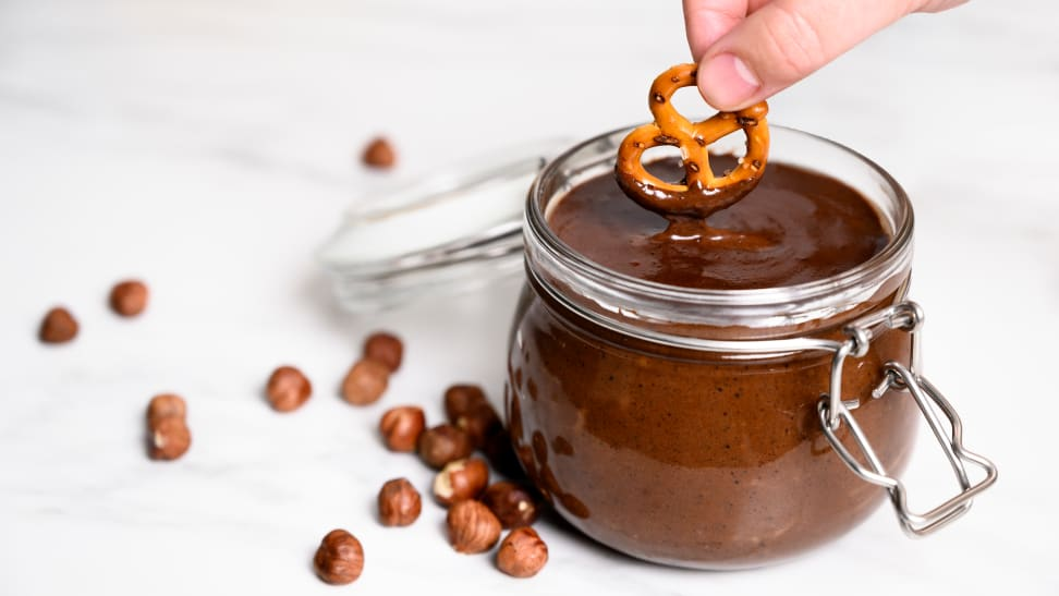 Homemade nutella tastes better than the store-bought ones. Here's how you can make nutella at home.