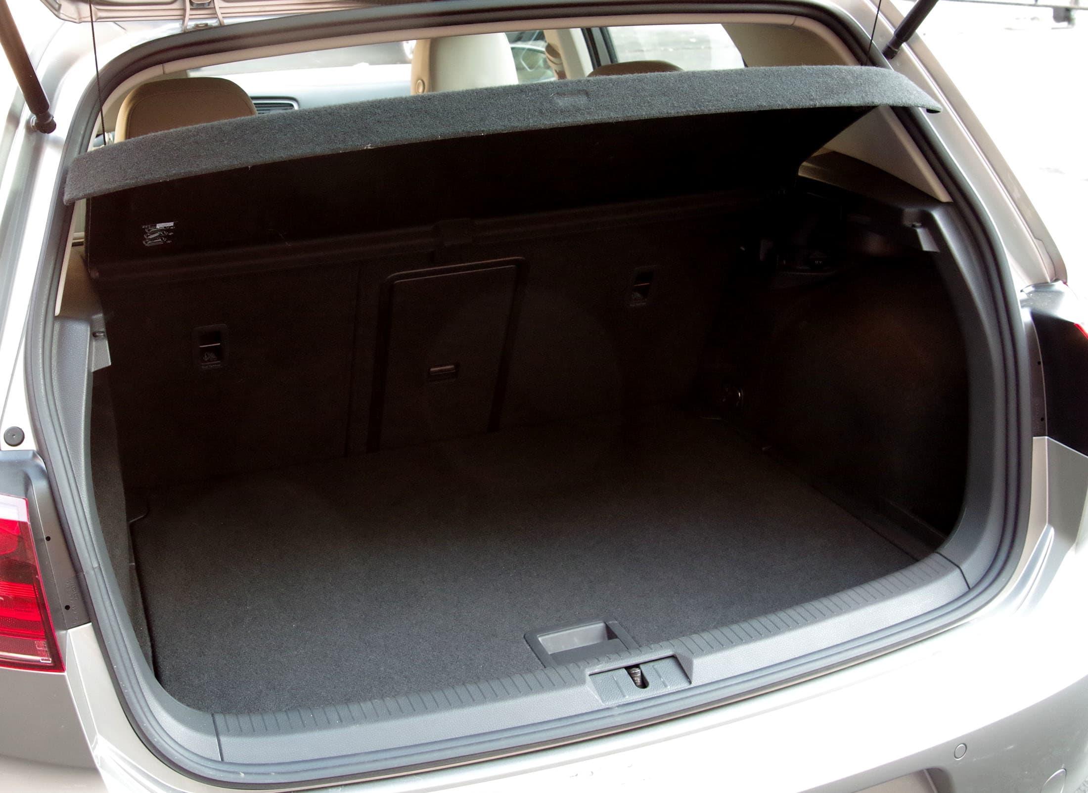 2015 VW Golf trunk