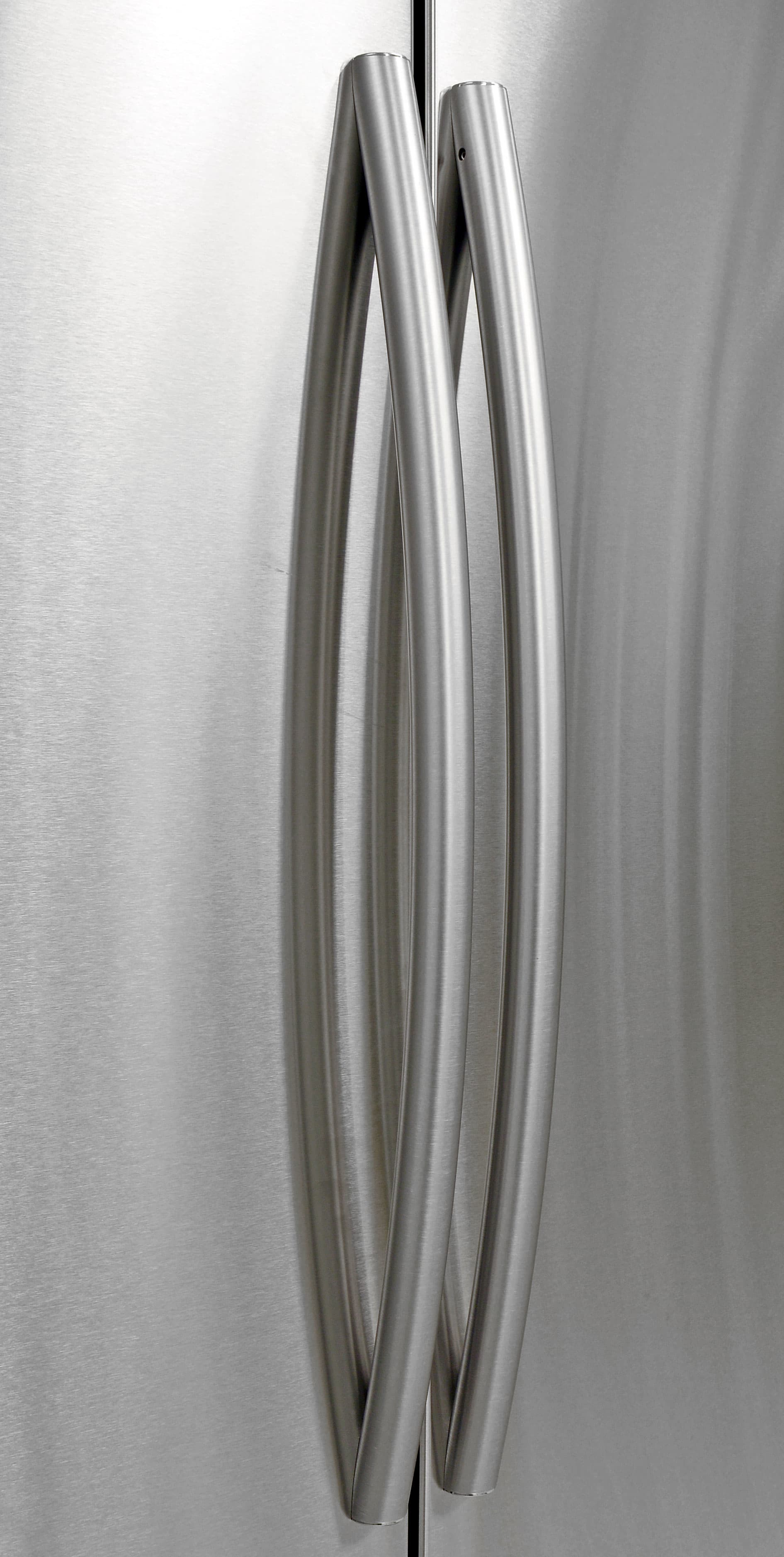 Curved handles give the Samsung RF260BEAESR's straightforward exterior a touch of elegance.
