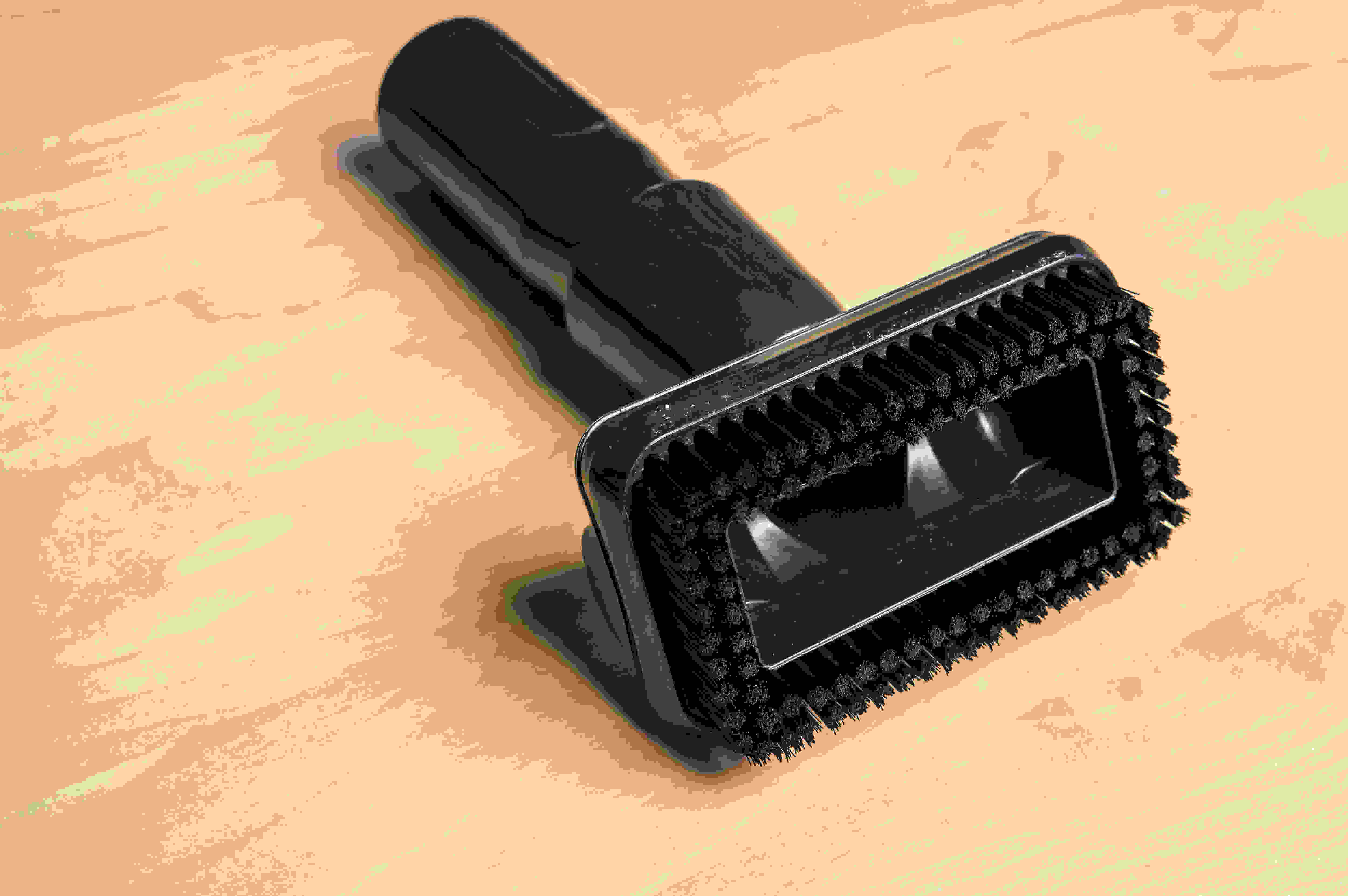 Thick bristles helps this brush pick up more dust.