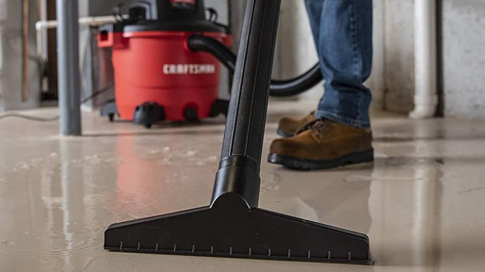 How to use a wet-dry vacuum