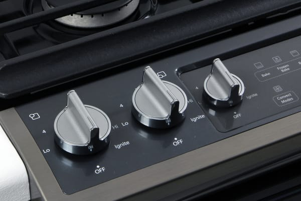As befits the ovens low cost, the dials themselves lack the premium feel found in most hi-end slide-in ranges.