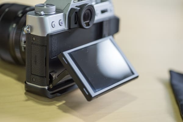 The X-T10 is equipped with a tilt-screen.