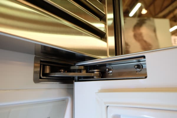 These patented hinges enable the Dacor Discovery Integrated to, well, integrate into your kitchen without dinging up your cabinets.