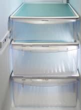 Frigidaire-Professional-FPHS2399PF-crisper-drawer.jpg
