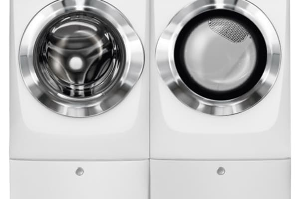 The 517SIW washer and dryer on pedestals side-by-side.