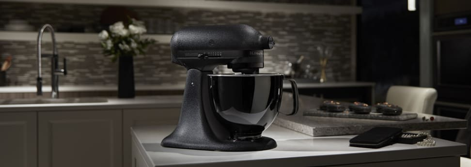 KitchenAid has a new all-black stand mixer, because 2017 ...