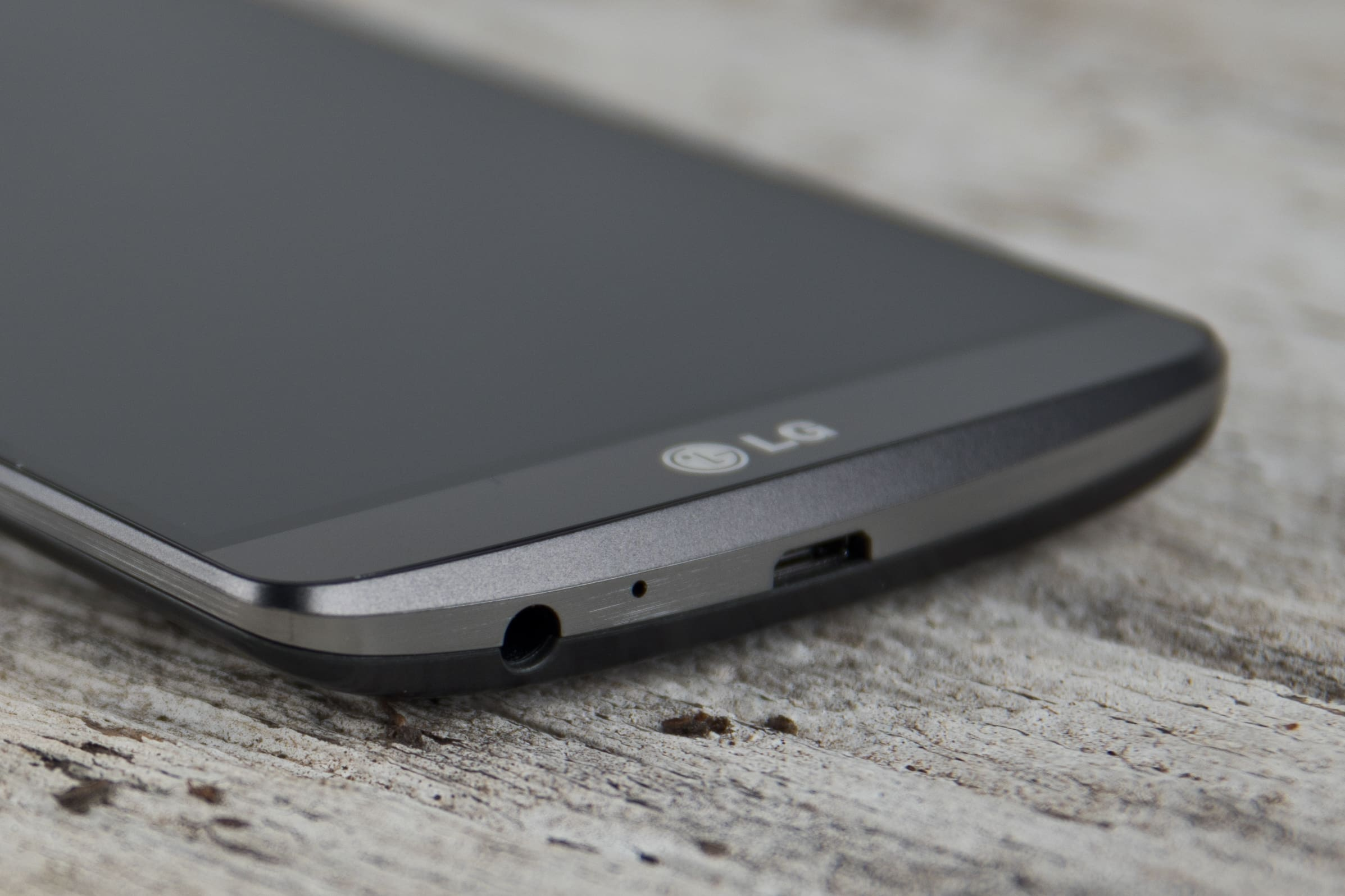 A close-up photo of the LG G3's headphone jack.