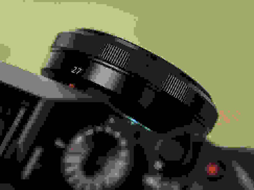 fuji-27mm-f-2p8-review-design-camera-top.jpg
