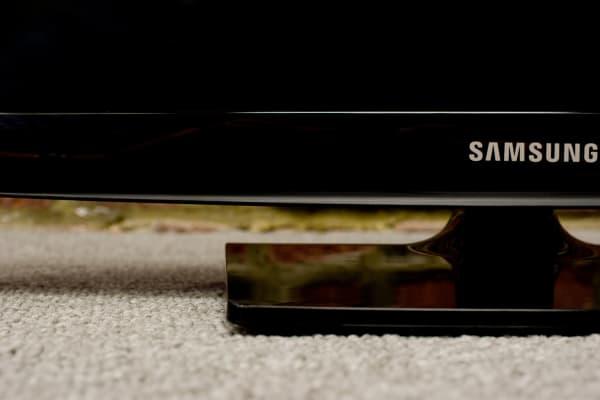 Samsung UN24H4500 bezel