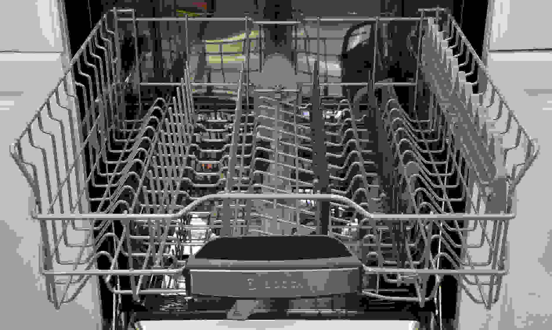 The Bosch SHP65TL5UC's upper rack