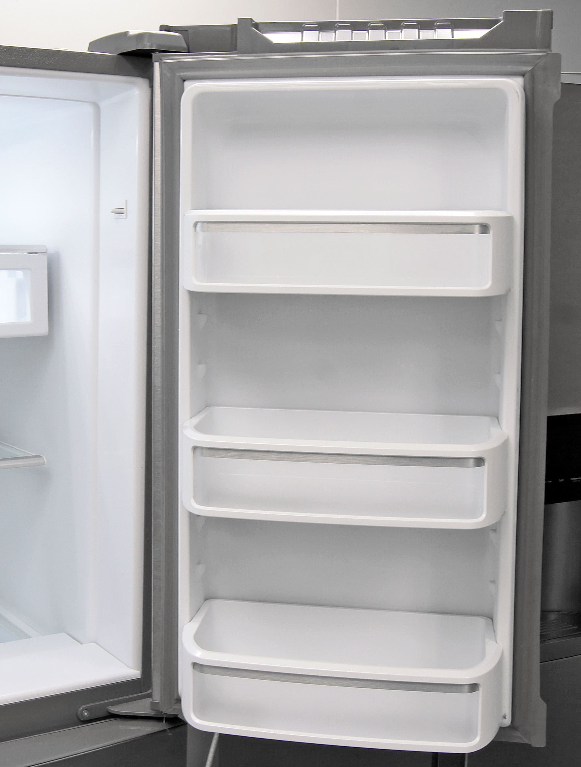 Merveilleux The KitchenAid KFXS25RYMSu0027s Right Fridge Door Holds Shelves Deep Enough To  Accommodate Gallon Sized Jugs