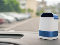 Luft Duo portable air purifier sitting on the dash of a car