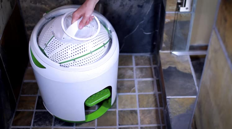This Tiny Washing Machine Needs No Electricity