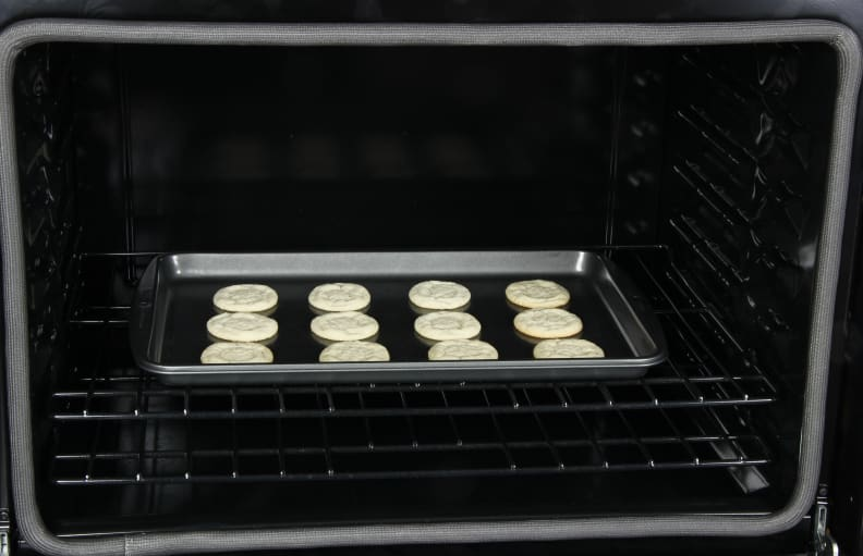 oven with cookies
