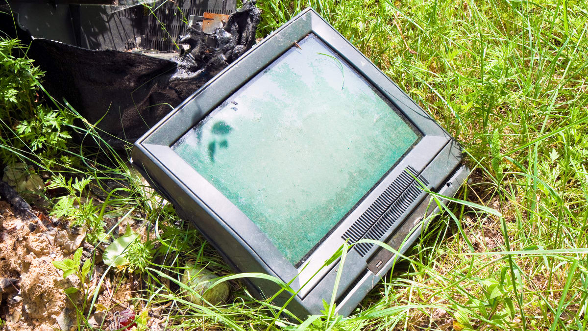 Don\'t throw your old TV out—do this instead - Reviewed.com Televisions