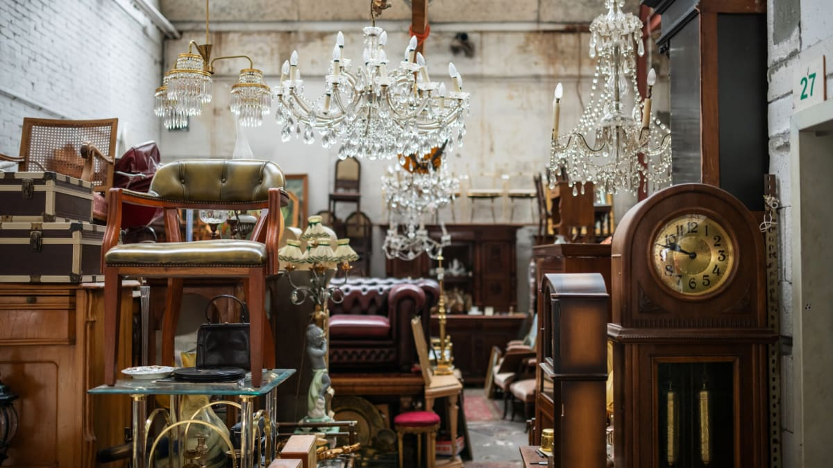 6 things to know before buying vintage furniture and home décor