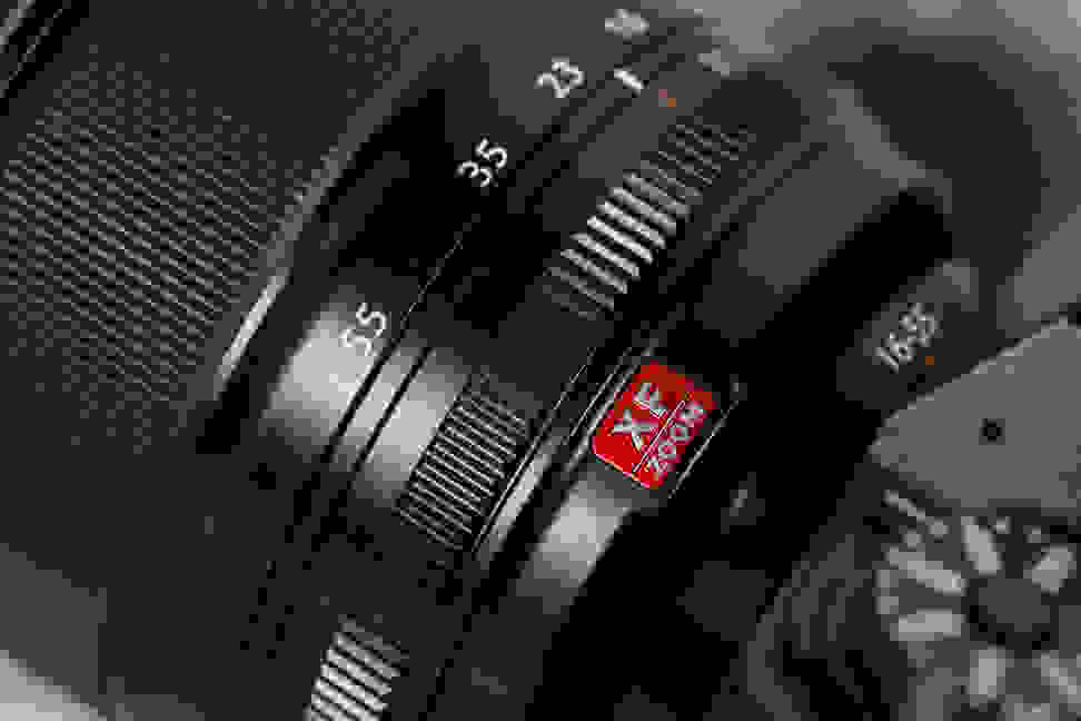 fuji-16-55-f2p8-review-design-camera-rings.jpg
