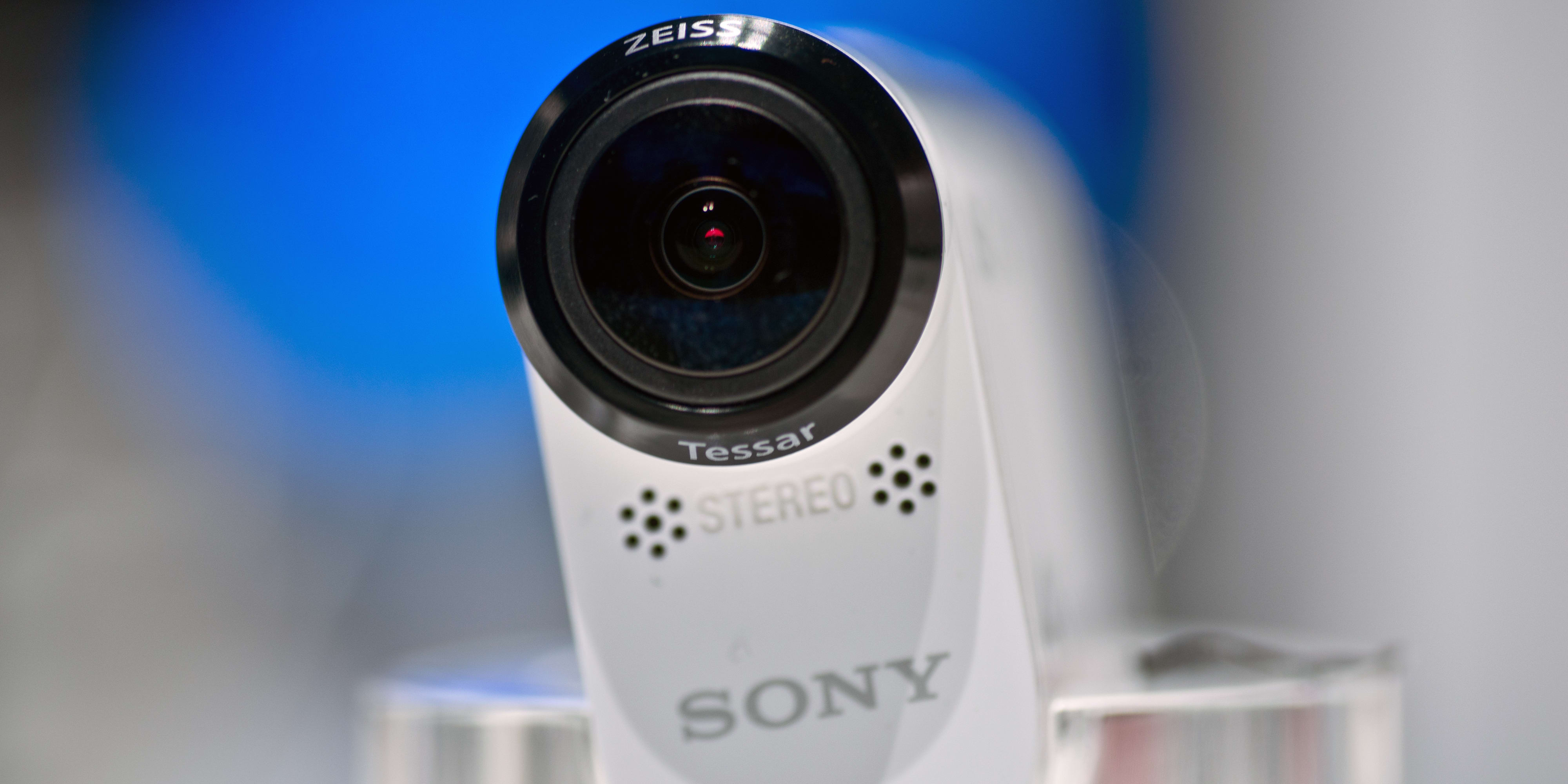 A photograph of the Sony Action Cam FDR-X1000V's front.