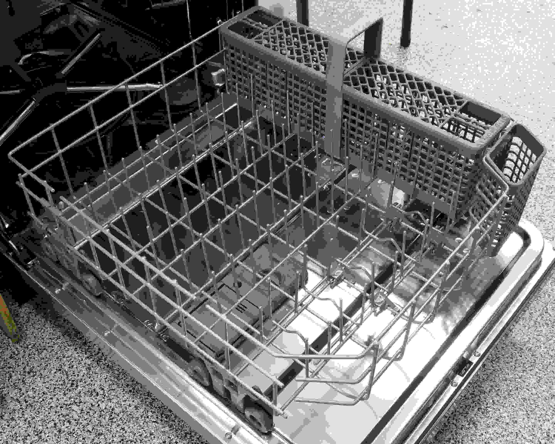 KitchenAid KDTE304DSS bottom rack