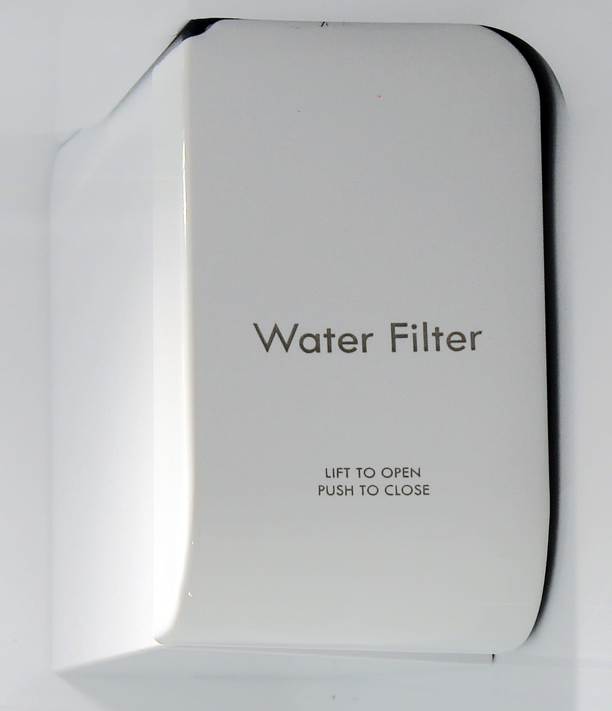 The Kenmore Elite 51162's water filter is easy to adjust and doesn't take up much room in the fridge.