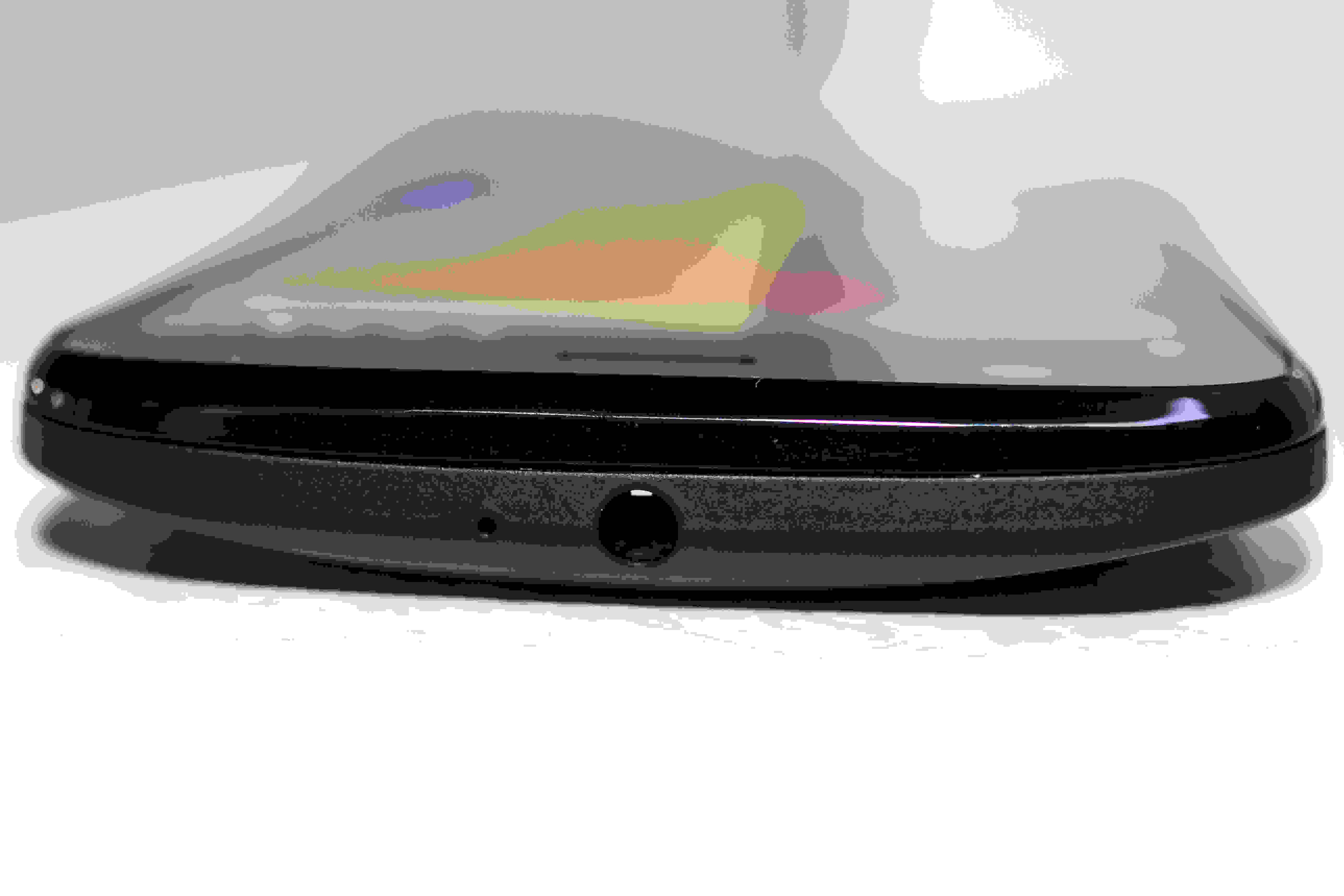 A photo of the Motorola Moto G with 4G LTE's headphone jack.