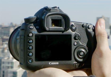 CANON-EOS-5DMARKIII-REVIEW-HANDLING1.jpg