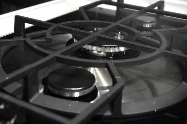 The middle burners on this cooktop rotate