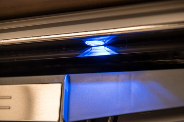 Thermador Sapphire DWHD650JPR interior lights